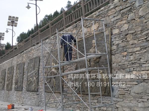 四川省阿坝藏族羌族自治州小金县-玻璃钢浮雕安装现场