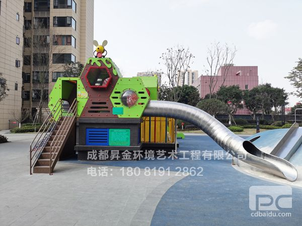 润扬小区广场户外运动设施安装完成